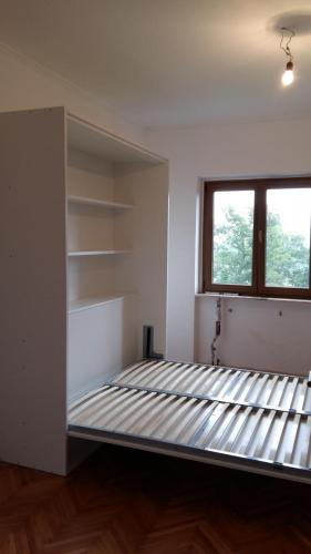 Postelja v omari